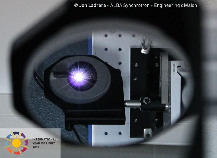 CELEBRANDO EL AÑO INTERNACIONAL DE LA LUZ 2015 - Luz de sincrotrón capturada en nuestra línea de diagnóstico