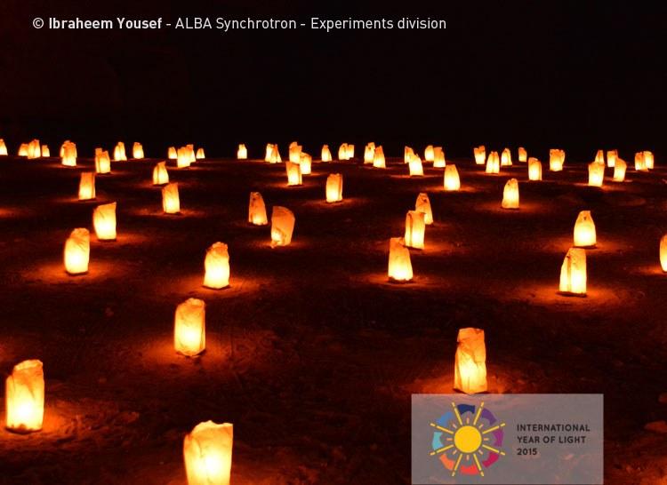 CELEBRANDO EL AÑO INTERNACIONAL DE LA LUZ 2015 - Luz en la noche en el desierto de Petra (Jordania)